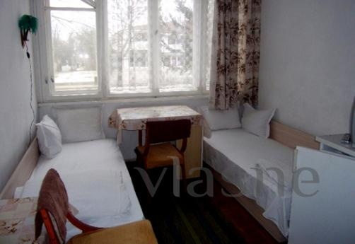 Cozy room with two beds in the center of Hisar. He has a pri